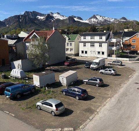 VIL BYGGE: På denne tomta er det planlagt 18 leiligheter.