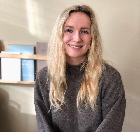 HJEMMEKONTOR: Lykke Mai Skjold (27) synes Sandefjord takler korona-situasjonen bra, og mener det er viktig å gjøre det beste ut av en vanskelig situasjon.