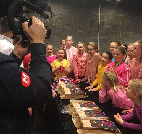 Nytt brød: Villekulla barne- og ungdomsteater lanserer eget brød. Her fra smaksprøvene sammen med representanter fra Meny og Bakerhuset.