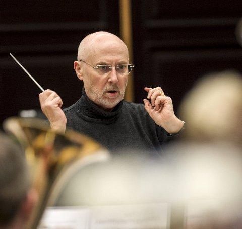 Howard Snell dirigerte Eikanger Bjørsvik Musikklag til EM på 80-tallet. Nå satser han på å dirigere Bjørsvik Brass til NM-gull.
