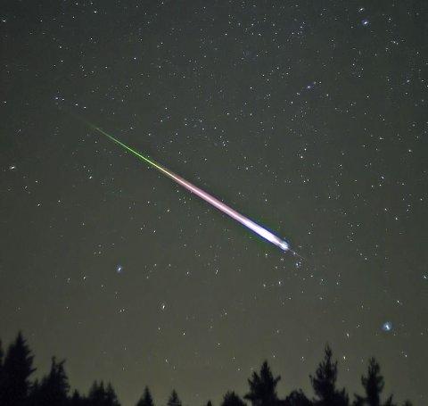 Stjerneskudd: Meteorsvermen ser ut som mange stjerneskudd. Leonidene opptrer en gang i året.