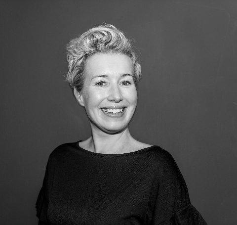 TELEFONFRISØR: Kathrine Hjelmtveit Fjeldheim startet ny frisørsalong i Haugesund sentrum for nøyaktig to år siden. I disse koronatider selger hun hårprodukter og hjelper kundene per telefon, mens salongene i byen og på Vormedal er stengt.
