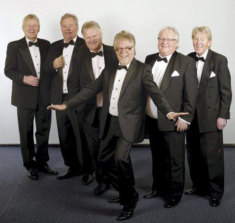 TREKKPLASTER: Ole Ivars spiller opp til dans på Langhus lørdag kveld.