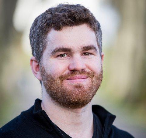 NY I BYEN: Christian Dag Nilsen (28) er ny byprest i Larvik meninghet.