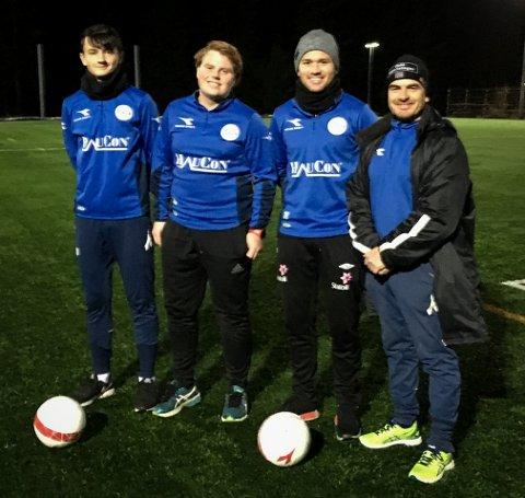 SAMLET GJENG: F.v. Emrik Thoresen, Jørgen Ugstad, Emil Fossum og Stein Johnson trener Hurums fotballfantaster med stø hånd.