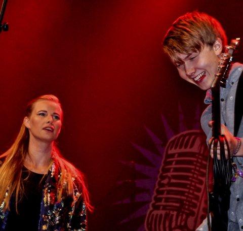 Rekruttene: Anne Lene Nordbø (t.v.) fra Hjartdal var vokalist da de unge disiplene til Little Steven entret scenen, og de sto for en skikkelig oppvisning i spilleglede.