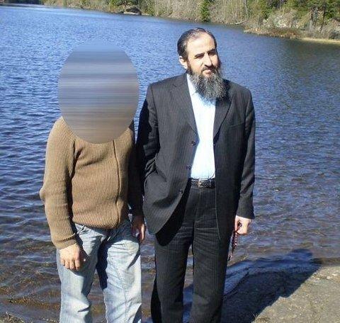 Mannen som poserer med Krekar på dette bildet, ble dømt til 7,5 års fengsel for terrorvirksomhet i samme sak som Krekar. Han har bakgrunn som irakisk kurder, men er i dag bosatt i Drammen. Foto: Skjermdump Facebook/privat