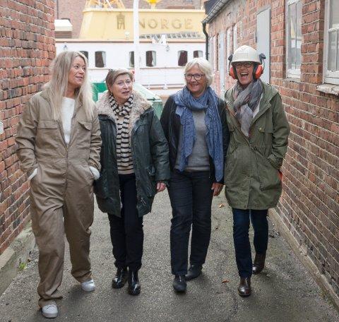 """JAKT: For å finne tidsriktige kostymer til Masken-oppsetningen """"Siste båt fra Verven""""  har Tonje Nilsen (f.v.), Torveig Reiten, Marit Lindseth og Grete Stokke vært rundt på verftsområdet"""