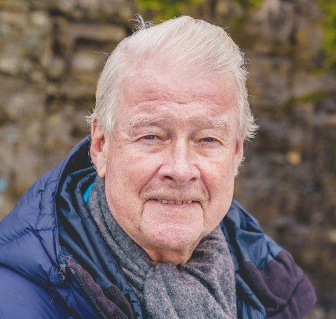 Carl I. Hagen tordner mot klima-forskerne og politikerkolleger, og møter motbør.