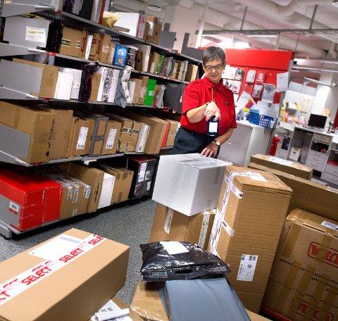 ENDRINGER: Brev leveres ut annenhver dag og posten skal sette ut 1000 nye pakkeskap