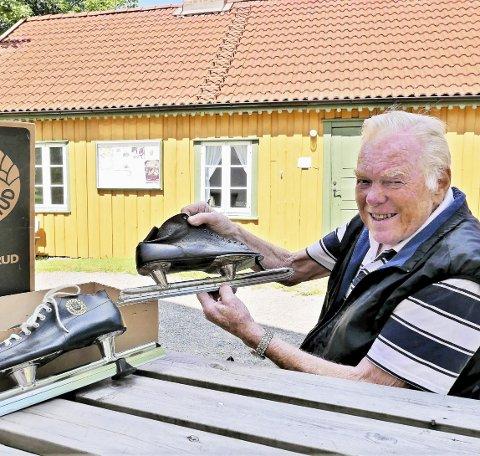 Fine skøyter: Sverre Mysen forteller at man blant skøytene finner lengdeløp av både modell «Oskar Mathisen» og «Ivar Ballangrud».