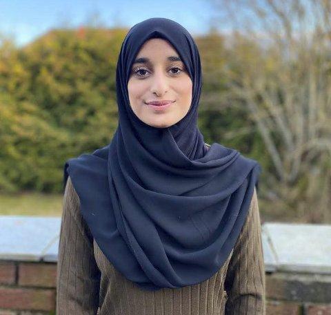 Hijab: Maria Ali fra Askim får mange spørsmål om religionen islam og at hun                velger å ha på seg hodeplagget hijab.