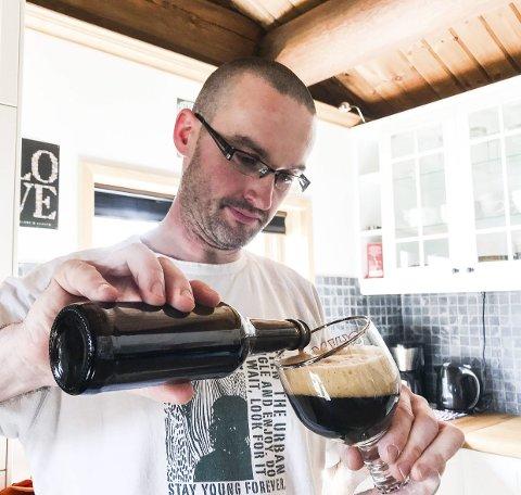 NYE SMAKAR: Stijn Peeters er den nye bryggerimeistaren i Fjonebrygg. Ølet blir brygga med utsikt over Nisser.foto: tone lundeberg
