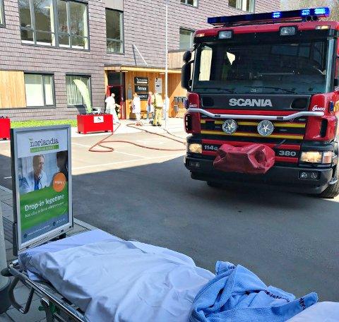 BRANNØVELSE: Vestfold Interkommunale Brannvesen har mandag ettermiddag en todelt brannøvelse på legevakten på Kjelle.