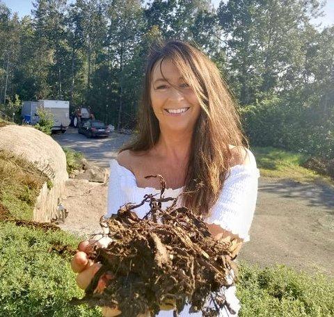 BARK: Nancy Langgaard og samboeren fant fram barken de hadde liggende etter å ha lest et tips på nettet.