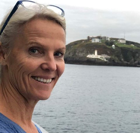 Beate Aas er henrykt over å kunne flytte hjem til Risør, når hun nå tar over som kommunalsjef for skole og oppvekst i Risør kommune.