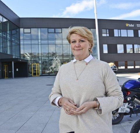Fylkesråd for utdanning Hild Marit Olsen mener skolestarten er viktig for ungdom. Det er satt inn en menge tiltak for å gjøre skolen trygg, men samtidig må  både elever og lærere ta ansvar for egen hygiene og avstandsegler.
