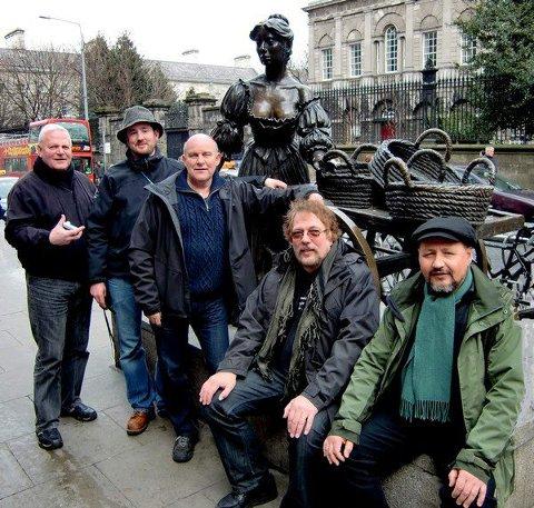 TooRaLoo i Dublin november 2012: F.v. Tim Challman, Leif Egil Barth, Royer Larsen, Geir Remen og Viggo Berg. I tillegg er Tor-Håkon Gabriel Håvardsen med i bandet.