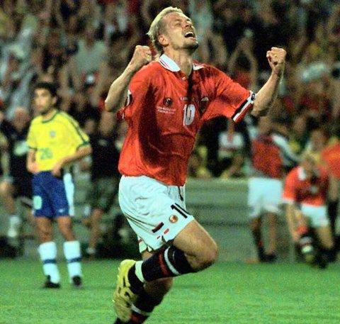 Kjetil Rekdal jubler uhemmet etter å ha gitt Norge ledelsen i kampen mot Brasil 23. juni 1994.