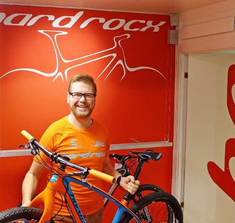 Gründer: Steinar Trygve Liljedahl Karlsen reiste til Østen for å bygge terrengsykkel. Nå har han gjort det samme som bestefar; solgt virksomheten til Swix. Foto: Privat
