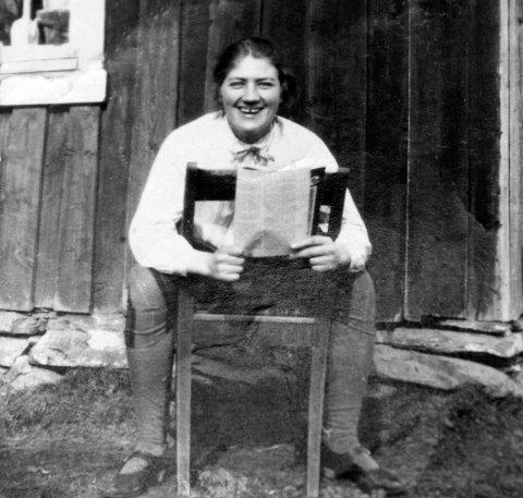 UKJENT HISTORIE: Historien om Ingeborg Holm har vært ukjent for de fleste i distriktet – til nå. Med boka «Torturert og tatt som gissel» har Berit Eide og Goggi Sæter forsøkt å finne svar på gåten om bindalskvinnen som var et av Henry Oliver Rinnans gissel i Verdalsfjella.