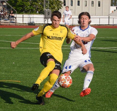Simen Schjerve Giæver (t.v.) og Raufoss 2 tapte 1-3 for Steinkjer søndag.
