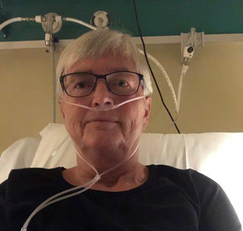 Tone Haflan (64) er koronasyk. Det ønsker hun å bruke for å lære andre. Hun retter samtidig stor takk til helsevesenet, og håper å snart være ute av sykehuset igjen.