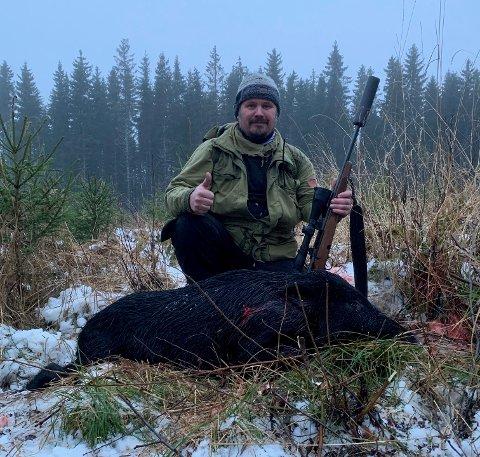 FØRSTE: Dette var det første villsvinet Tor Inge Nordhagen har skutt, og det er en opplevelse han aldri glemmer.