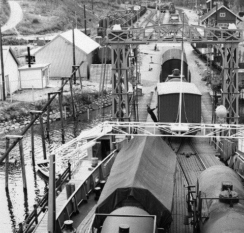 Land: Tinnsjøen var en komplisert del av traseen, med jernbaneferjene mellom Mæl og Tinnoset.