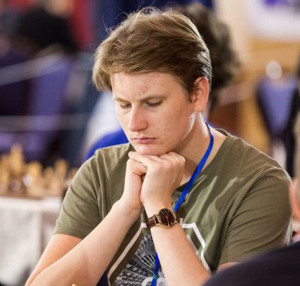 """HNEAFAFL: Johan-Sebastian Christiansen er en av Norges beste sjakkspillere og nå skal han prøve seg i """"vikingsjakk"""" mot den tidligere verdensmesteren i hneafafl."""