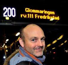 GLEDELIG: Andreas Lervik mener forsøket med gratis buss også kan bidra til flere passasjerer på de tider av døgnet hvor det må løses billett for å reise med buss i Østfold.