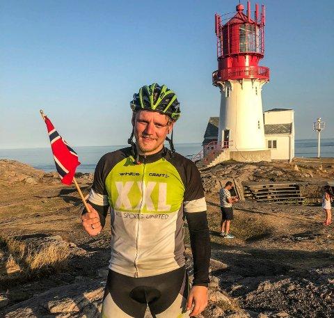 ET STORT ØYEBLIKK: Tobias Brännström nådde fram til Lindesnes etter fem uker på sykkel.