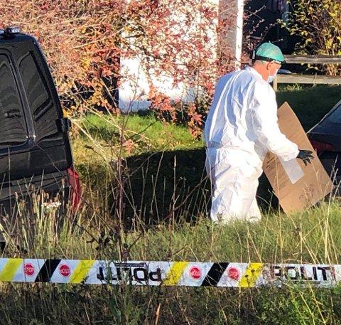 HÅPER PÅ AVHØR: Politiet håper å få avhørt voldsofferet før helga. Krimteknikere har undersøkt huset på Raufoss grundig etter voldshendelsen.