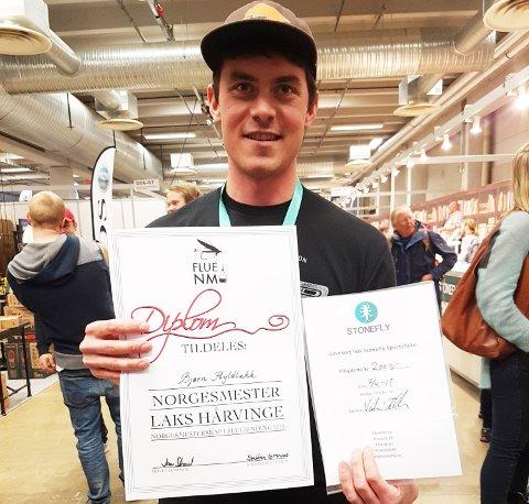 Bjørn Hyldbakk fra Sunndal JFF ble lørdag kåret til norgesmester i fluebinding. (Foto: Stig Sødahl)