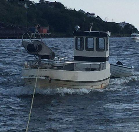 Mannens båt ble beslaglagt i forbindelse med ulovlig hummerfiske. Han er senere dømt i Høyesterett. Men da han sto tiltalt for drapstrusler, ble han frikjent.