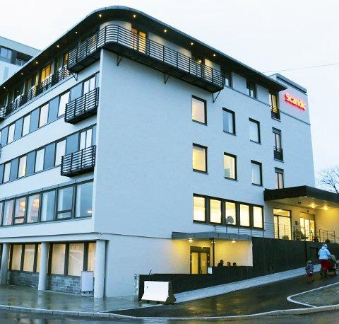 AVVIKLES: Akuttmottaket ved hotel Scandic er et av flere akuttmottak som i løpet av kort tid vil bli avviklet til fordel for mer permanente løsninger. Foto: Jarl G. Sandholm