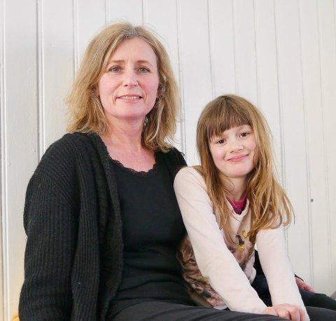 GA UT BOK: Berit Pedersen (t.v.) og datteren Josefine Pedersen Brænden har gitt ut bok sammen.