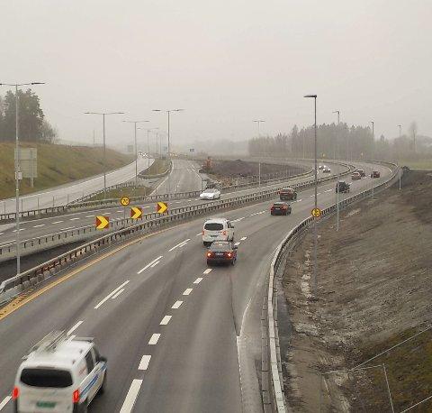 BUKTNING: Motorveien har fått en sving på seg her nord for Kopstadkrysset. Foto: Lars Ivar Hordnes