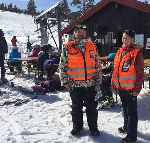 SKISENTERET: Jan Erik Kristiansen og May-Britt Frågodt på daglige runde til Blefjellheisen.