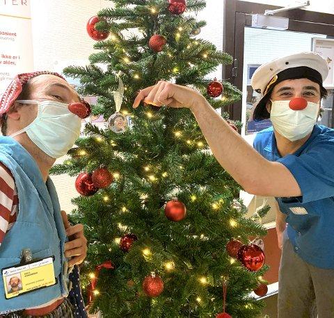 NY JOBB: Viggo Venn (t.h.) har  blitt en del av stallen til Sykehusklovnene og skal jobbe på Rikshospitalet både julaften og første juledag. Her sammen med Gaute Askild Næsheim.
