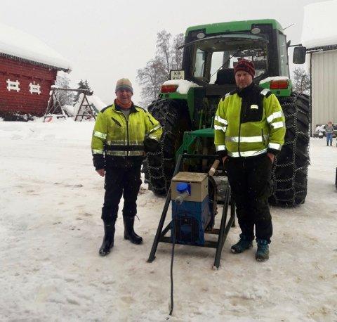 FORBANNET: Karl Emil og Tor Kristian Grina på Kalvsjø mener Glitre Energi ikke tar jobben med rydding langs linjenettet på alvor.