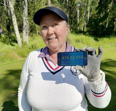 TIL SALGS: Rita Nordahl i Sandefjord har hatt dette mobilnummeret i omtrent 20 år. Nå vil hun selge det for opp mot én million kroner.