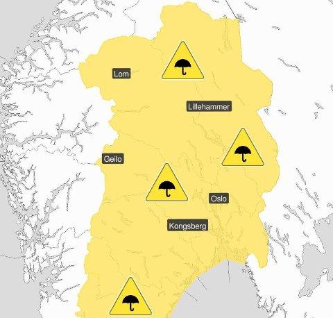 REGN MED REGN: Det er sendt farevarsel for kraftige regnbyger tirsdag kveld og onsdag Østafjells.