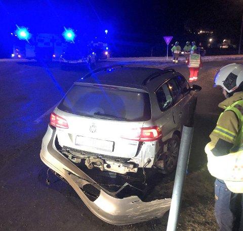 TIL LEGEVAKT: To personer ble kjørt til legevakt etter å ha vært involvert i en trafikkulykke lørdag ettermiddag. Ulykken ble meldt klokken 16.37, og skjedde ved Røstadlia i Levanger.