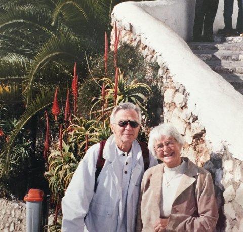 SPANIATUR: Olav Gullik Bø (88) og Ingvild Bø (83) har vært i Albir, som har den største konsentrasjonen av nordmenn i Spania. Nå sitter ekteparet i karantene hjemme på Fagernes.
