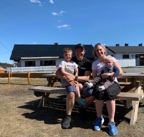 BESTE VALGET: Det var en stor og kjapp avgjørelse familien på tre med familieforøkelse i nær fremtid måtte da. De valgte å beholde campingen, og angrer ikke - selv om det er mye til tider.