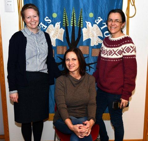 F.v: Kirsti Hansen, Åshild Kallesvik og Kjersti Haraldseid gleder seg stort til 60-årsjubileet på Seiersten skole. Foto: Trond Folckersahm