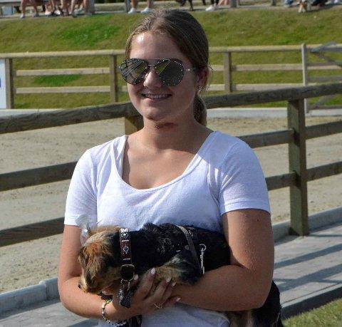 SÅR: Ingrid Gjelsten fikk sår på hake og hals etter at hun falt på et hinder tidlig i NM-uka.