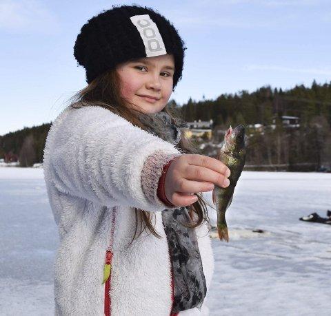 FIKK FANGST: Carmen Otilie Enger (9) var en av to deltagere i den yngste klassen.