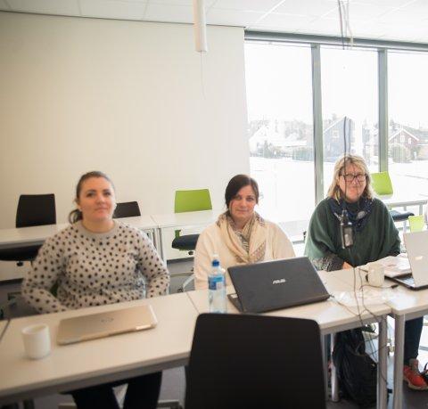TILBAKE: Eilieen Jacobsen, Kristina Haugom og May-Britt Pedersen Eriksen er tilbake på skolebenken på Fagskolen.